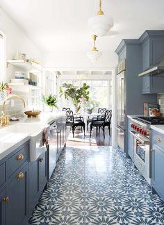 Uma cozinha azul