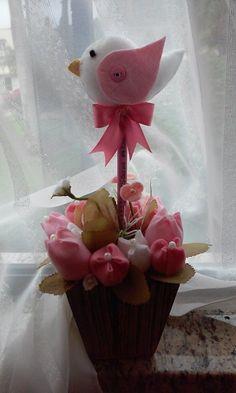 Vaso de tulipas em feltro e ponteira de passarinho!