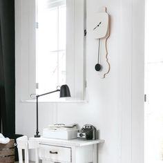Combo Design is officieel dealer van KLOQ ✓ wandklokken collectie makkelijk te bestellen ✓Gratis verzenden (NL) ✓Altijd de scherpste prijs ✓ Pure White, Track Lighting, Ceiling Lights, Pure Products, Wall Clocks, Euro, Dutch, Nostalgia, Handmade
