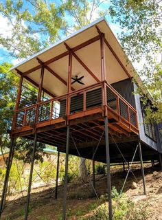 Baahouse is Australia's award wining small house experts. We design custom houses for your site, lifestyle and budget. Modern Tropical House, Tropical Houses, Cliff House, River House, Shed Homes, Prefab Homes, Australia House, Brisbane Australia, Tiny Houses Australia