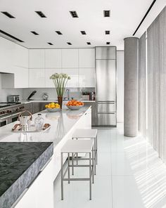 Modern Kitchen by Ingrao Inc. and Preston T. Phillips Architect in New York, New…