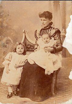 Beautiful Daguerreotype Of A Mother & Her Children