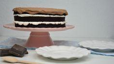 Tarta de chocolate intenso y nata. Paso a paso en el blog de La guinda Florinda.
