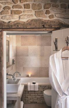 Une petite salle de bains sans fen tres avec une vasque - Petite salle de bain sans fenetre ...