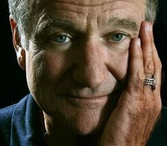 Robin Williams is and will always be my fav actor. Such a funny man. Rip robin you will be missed Robin Williams, I Love Cinema, Photo Portrait, Madame Doubtfire, Jolie Photo, Man Humor, Famous Faces, Comedians, Movie Stars