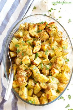 Garlic Parmesan Oven Roasted Potatoes - The Busy Baker Parmesan Roasted Potatoes, Roasted Potato Recipes, Garlic Parmesan, Potato Sides, Potato Side Dishes, Side Dishes Easy, Oven Roasted Turkey, Slow Cooker Apples, Baked Vegetables