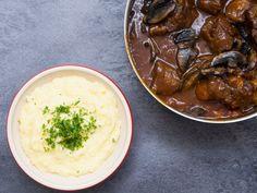 Luftig kartoffelmos og kalvehalveragout