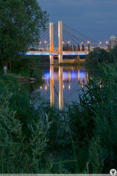 Most Milenijny nocą.. Widok z nabrzeża od strony ul. Osobowickiej.
