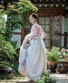 Hanbok : korean traditional dress korean in 2019 корейская м Korean Traditional Dress, Traditional Fashion, Traditional Wedding, Traditional Dresses, Korean Dress, Korean Outfits, Jane Austen, Modern Hanbok, Oriental Dress