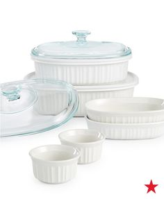 No wedding registry is complete without Corningware's 10-pc. bakeware set. With a range of sizes perfect for prepping, baking and serving, this collection of bakers, lids, ramekins and side dishes are sure to get a lot of use in your busy kitchen.