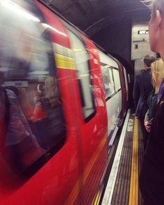 182/366 - Back to reality. #london #thisislondon #tube #underground #platform #commuting #morning #bank #urban #urbanexploration #mobilephotography #project365