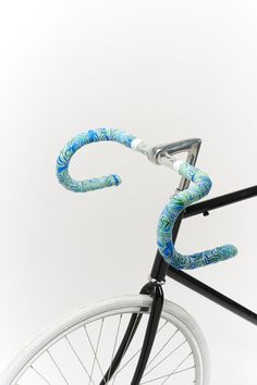 Everyday Things for Earth Hour day 16, designer Eve Lloyd Knight has combined an everyday object and the joy of fix with this intricate hand painted bike tape. http://dothegreenthing.com/posters/see-the-world-by-bike-by-eve-lloyd-knight-2/