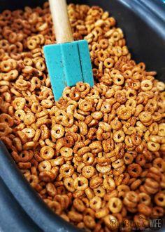 Cheerios Recipes, Snack Mix Recipes, Popcorn Recipes, Yummy Snacks, Beach Snacks, Finger Desserts, Mini Doughnuts, Snack Items, Sweets