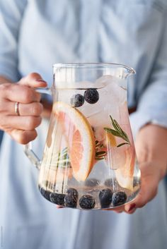 Healthy Smoothies healthy grapefruit infused water with rosemary by Jill Chen for Stocksy United - Healthy Grapefruit Infused Water With Rosemary Healthy Smoothies, Healthy Drinks, Healthy Snacks, Green Smoothies, Healthy Eating, Infused Water Recipes, Fruit Infused Water, Infused Waters, Vegetable Drinks