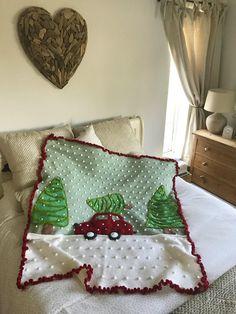 Christmas Crochet Blanket, Christmas Afghan, Christmas Knitting Patterns, Baby Blanket Crochet, Crochet Baby, Crochet Blankets, Holiday Crochet Patterns, Christmas Yarn, Christmas Cushions