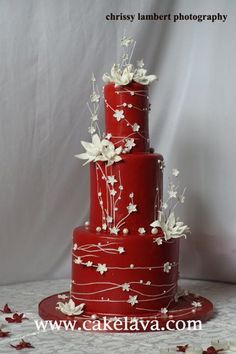 """I'm torn between wanting to preserve this forever and ever and just smile at it.and sticking my face in it. Looks delicious and I am not even the wedding kind of gal cakelava: """"The Red Cake"""" Revisited Wedding Cake Red, Beautiful Wedding Cakes, Gorgeous Cakes, Pretty Cakes, Cute Cakes, Amazing Cakes, Lily Wedding, Floral Wedding, Wedding Colors"""