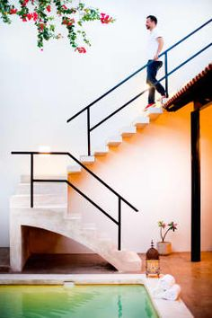 Browse the complete collection of pictures and design drawings Cable Stair Railing, Staircase Railing Design, Stair Handrail, Exterior Design, Interior And Exterior, L Shaped Stairs, Outside Stairs, Stairs To Heaven, L Shaped House