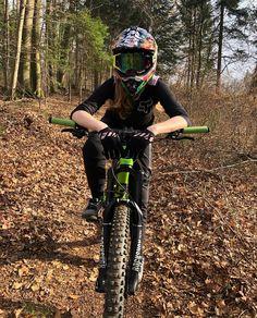 #mtb #mtbcc #mtbgirl #mtbgirls #girl #girlsridetoo Downhill Bike, Mtb Bike, Downhill Mountain Bike, Road Bike, All Mountain Bike, Mountain Biking Women, Women's Cycling Jersey, Cycling Bikes, Cycling Jerseys