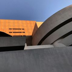 #guggenheim #guggenheimmuseum #franklloydwright #sunset #artgallery #newyork #newyorkcity #ny #nyc #newyorkarchitecture #architecture #archilovers #architecturelovers #architecture_hunter #architecturehunter #architecturedesign #architecturedetails #design #inspiration