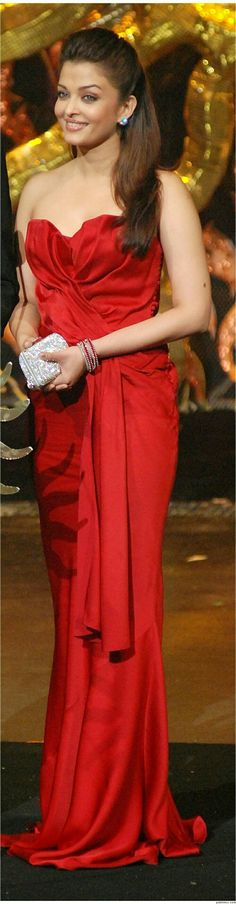 Gorgeous Aishwarya in Red Gown