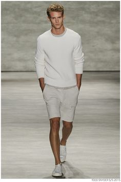 Tuned into his on-going collaboration with Champion, designer Todd Snyder unveiled a casual spring/summer 2015 collection during New York Fashion Week. Sharp Dressed Man, Well Dressed, Fashion Moda, Fashion Show, Mens Fashion, Stylish Men, Men Casual, Smart Casual, Casual Wear