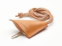 """Produktet """"Chrissy"""" key strap  /  nøglesnor sælges af SILLEKNOTTE - handmade leather i din Tictail-shop.  Tictail lader dig skabe en smuk online shop gratis - tictail.com"""