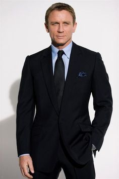 Daniel Craig is the sixth and latest actor who is portraying the fictional character of Ian Fleming's James Bond. Der Gentleman, Gentleman Style, Daniel Craig, Craig 007, Craig Bond, Craig James, Sharp Dressed Man, Well Dressed Men, Terno James Bond