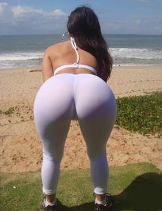 Los pants blancos para yoga son los mejores.
