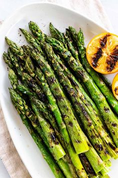 Grilled asparagus makes charred spears with smoky flavor and lightly crisp edges. It's seasoned with olive oil, salt, pepper, and served with lemon. Sauteed Asparagus Recipe, Baked Asparagus, How To Cook Asparagus, Grilled Vegetables, Lemon Asparagus, Veggies, Asparagus On The Grill, Juicy Steak, Recipes