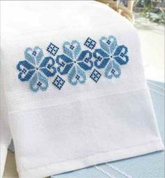 Nordic Blue Towel ~ free pattern on this link from Cross-Stitch & Needlework. Cross Stitch Borders, Cross Stitch Flowers, Cross Stitch Designs, Cross Stitch Kits, Cross Stitching, Cross Stitch Embroidery, Embroidery Patterns, Hand Embroidery, Cross Stitch Patterns