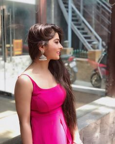 Look Your Absolute Best With These Beauty Tips Beautiful Girl Indian, Beautiful Indian Actress, Beautiful Ladies, Fashion Photography Poses, Portrait Photography, Stylish Girl Pic, Cute Girl Photo, Indian Designer Wear, India Beauty