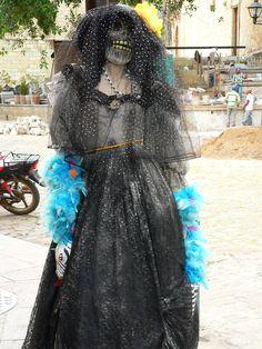 Young woman dressed as La catrina e3c3461bf00