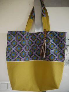 Sac cabas réalisé dans un tissu style Wax et toile de coton jaune/vert-anis