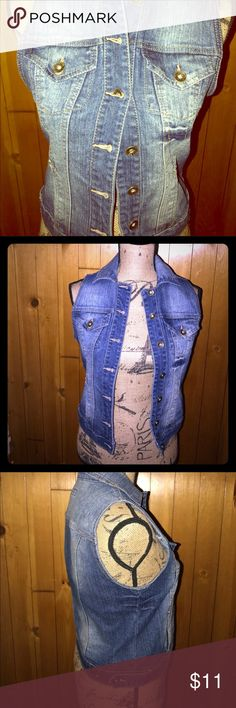 Classic jean vest Great condition. Little to no wear. Nice jean vest Paris Blues Jackets & Coats Vests