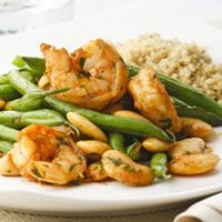 Shrimp & Green Bean Saute Paprika Shrimp and Green Beans Saute. I looove green beans, and this would be so easy to do!Paprika Shrimp and Green Beans Saute. I looove green beans, and this would be so easy to do! Seafood Dishes, Seafood Recipes, Diet Recipes, Cooking Recipes, Healthy Recipes, Beans Recipes, Healthy Meals, Pepper Recipes, Spicy Recipes