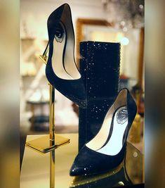 #renecaovilla #fashion #fashionblogger #fashionpost #fashionista #milano #🇮🇹 #❤️ #couture #moda #picoftheday #photo #street #collection #fallwinter #2017 #shop #iloveshopping #visualmerchandising #woman #christmas #visualdisplay #shoes #shopwindow #fashionlovers #instagood #fashionaddict #luxury