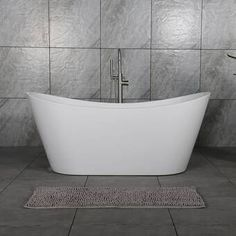Bold and eye-catching, freestanding tubs are a statement making make centerpiece for any master bathroom. They add a sense sophistication and luxury and create a relaxing retreat to enjoy at the end of a long day. Learn how you can add a free standing tub to your home with the help on an Infinity Drain. Diy Bathtub, Bathtub Remodel, Freestanding Bathtub, Shower Remodel, Clawfoot Bathtub, Best Bathtubs, Soaking Bathtubs, Walk In Shower Designs, Tub Shower Combo