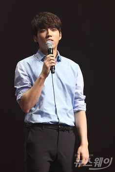 160509 Nam Woohyun 'Write..' Solo Debut Showcase© 뉴스웨이