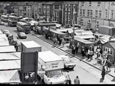 the market place with the old burger huts. Remember the blue one run by a guy named Gerald Hull? Bishop Auckland, Local History, Family History, North East England, Historical Pictures, Durham, Old Pictures, Newcastle, Old Things