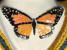 Mosaic Garden Art, Mosaic Art, Mosaic Glass, Mosaic Tiles, Glass Art, Glass Painting Designs, Paint Designs, Mosaic Crafts, Mosaic Projects