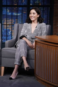 Constance Wu In L'Agence – Late Night with Seth Meyers Suits For Women, Sexy Women, Constance Wu, Square Face Hairstyles, Seth Meyers, Red Carpet Fashion, Beautiful Actresses, Pretty People, Girl Crushes