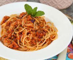 Maak een verrukkelijke pittige pasta met tonijn uit blik en heerlijke pesto! Klaar binnen ongeveer 20-25 minuten.