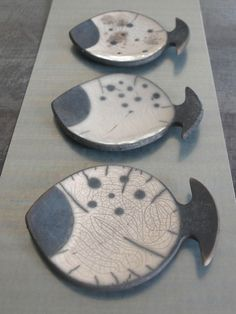 With intricate designs and a wide array of patterns, decorating homes with ceramics has become quite the big trend in … Raku Pottery, Pottery Art, Ceramic Plates, Ceramic Art, Fish Plate, Sculptures Céramiques, Hand Built Pottery, Pottery Techniques, Pottery Classes