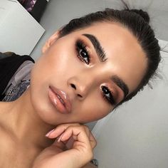 Glowing natural makeup inspiration ideas looks. Hair and makeup inspiration ideas. Perfect for date night. Gorgeous Makeup, Love Makeup, Makeup Inspo, Makeup Looks 2018, Makeup 2018, Cheap Makeup, Makeup Goals, Makeup Tips, Beauty Makeup