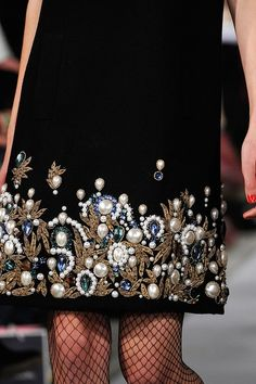 Beaded and embroidered couture Oscar de la Renta FW 2012 Love Ohh Couture, Couture Details, Fashion Details, Couture Fashion, Fashion Design, Bridal Fashion, Couture Embroidery, Beaded Embroidery, Lesage
