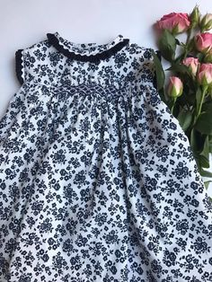 Punto Smok, Heirloom Sewing, Baby Outfits, Polka Dot Top, Smocking, Girls, How To Wear, Closet, Beautiful