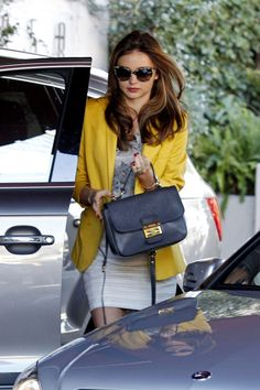 Miranda Kerr Photos - Miranda Kerr looks stylish in a yellow jacket as she arrives at a hotel in West Hollywood. - Miranda Kerr Goes to Lunch Modest Fashion, Fashion Outfits, Womens Fashion, Fashion Trends, Miranda Kerr, Celebrity Outfits, Celebrity Style, Bago, Ideias Fashion
