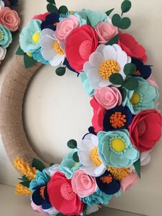 Summer Wreath Spring Wreath Felt Wreath Felt Flowers Wreath Wreath Spring Colorful Wreath Housewarming Gift Wedding gift in Tessuto di Carta Rari Felt Flower Wreaths, Pink Wreath, Felt Wreath, Easter Wreaths, White Wreath, Felt Diy, Handmade Felt, Felt Crafts, Spring Door Wreaths
