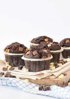 https://www.laurasbakery.nl/triple-chocolate-muffins/
