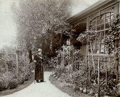 1898. Jókai Mór svábhegyi villája előtt. Költő utca 21.